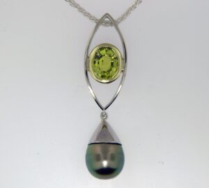Peridot/Tahitian pearl Pendant 18kw