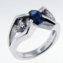 Oval Sapphire & pear shaped Diamond Ring 18kw